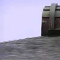 屋根の先端